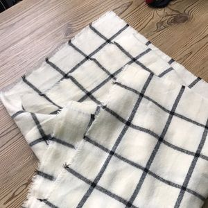 Black and ivory blanket scarf - never worn!
